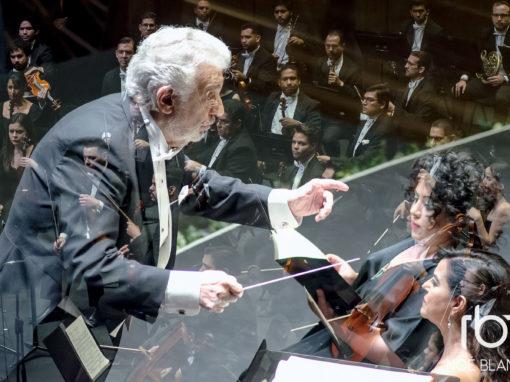 Plácido Domingo (Dirigiendo a la Orquesta Filarmónica de Jalisco)